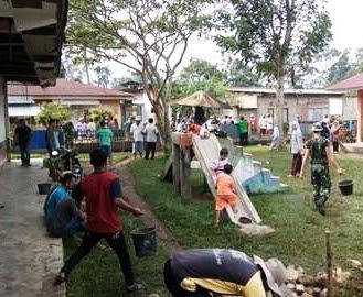 Tni Dan Polri Terjun Benahi Lingkungan Sekolah Tk Lestari Koto Baru Payakumbuh Nusantaranews