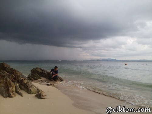 Cuaca mendung di Pulau Kapas