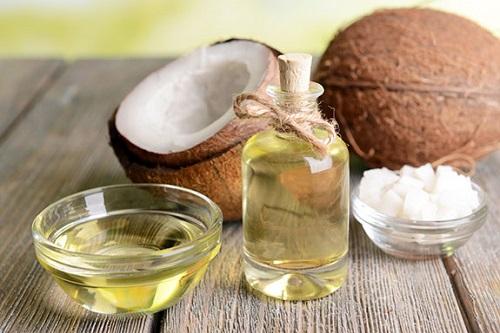 Tẩy da chết vùng mắt với muối tinh, dầu oliu và dầu dừa
