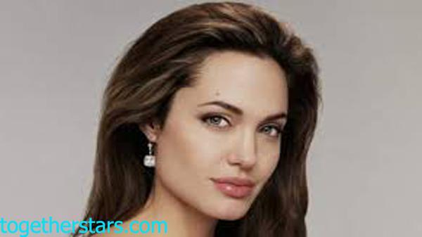 جميع حسابات أنجلينا جولي Angelina Jolie الشخصية على مواقع التواصل الاجتماعي