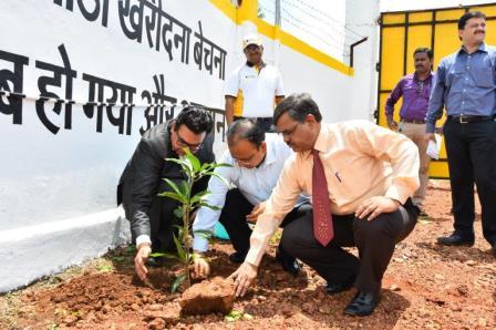 Tree-Plantation-Plantations-Newztabloid-Shriram-Automall-Sameer-Malhotra-Hardeep-Singh-SAMIL-Easy-Financing-STFC
