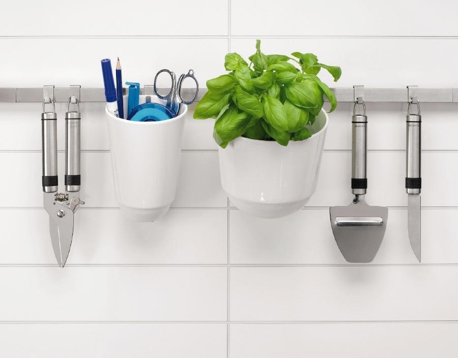 Barra con utensilios para mantener la cocina en orden