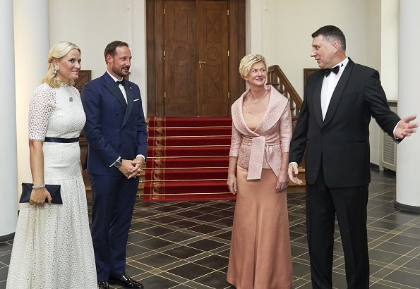 Crown Prince Haakon and Crown Princess Mette-Marit attended a dinner held by President of Latvia, Raimonds Vējonis and Mrs. Iveta Vējone at Riga