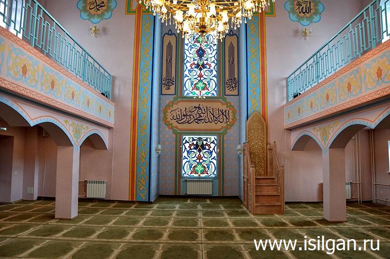 Зал соборной мечети