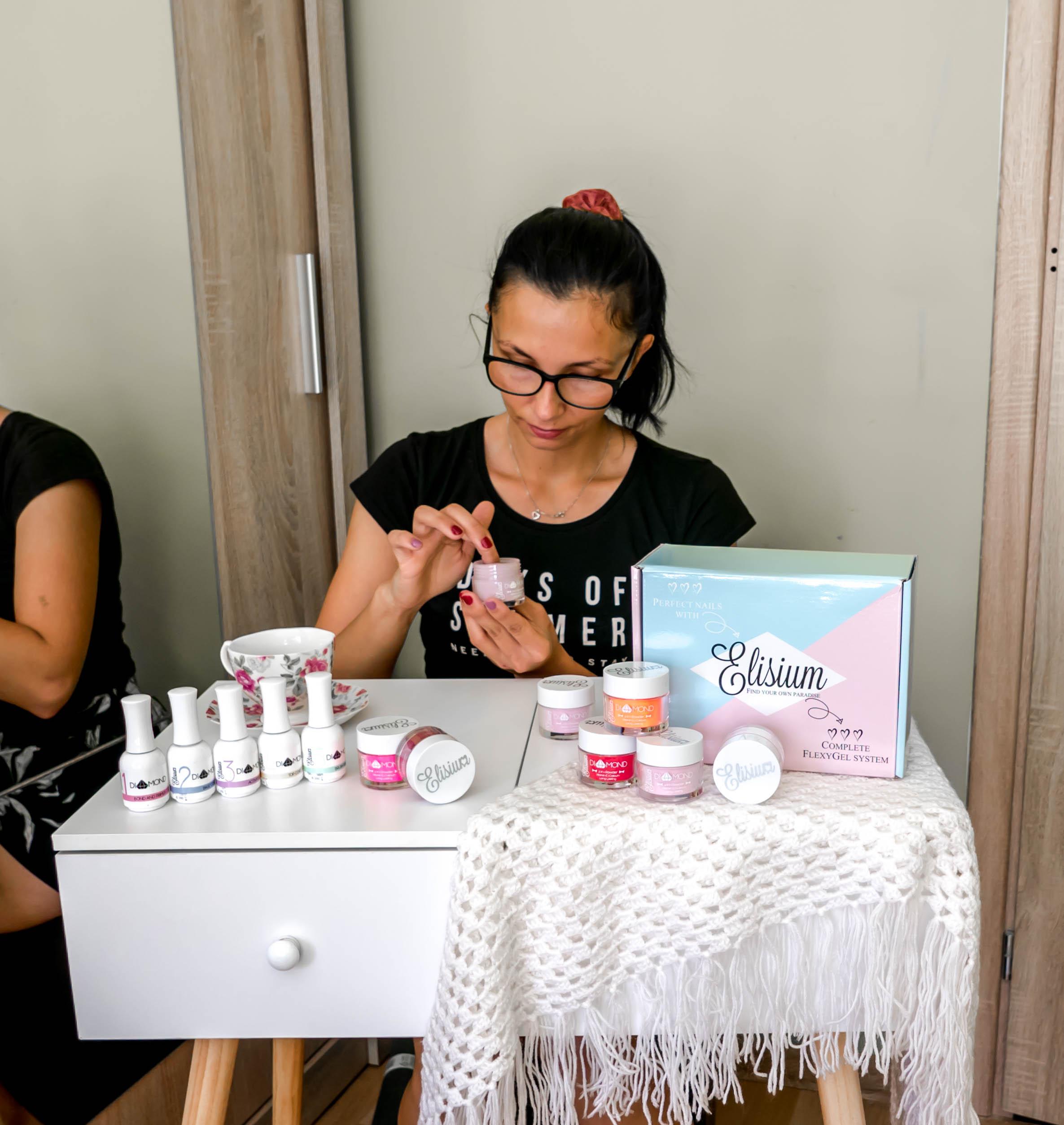 Jak wykonać manicure tytanowy