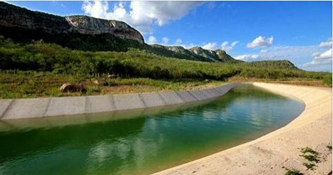 Populares encontram corpo de homem  boiando no Canal do Sertão  em Delmiro Gouveia