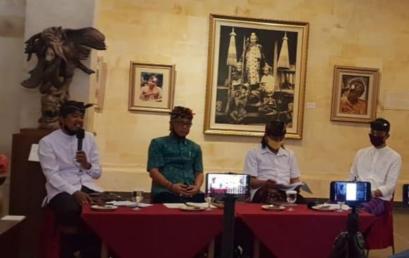 "Suasana rembug sastra ""Tri Rakawi Usadhi Desa"" yang digelar Ubud Royal Weekend dan Puri Anyar Heritage Ubud, Sabtu (8/8)."
