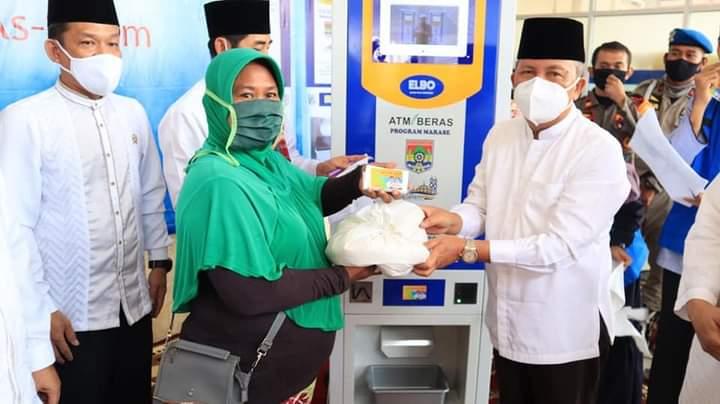 Wawako Resmikan ATM Beras di Masjid Agung As-Salam