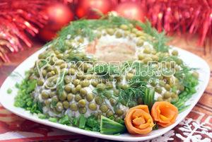Салат «Новогоднее чудо» с лососем, салат с лососем, салат с рыбой, блюда новогодние, рецепты, рецепты новогодние, рецепты праздничные, салат новогодний, стол новогодний, салаты салат слоёный, салат с яйцами, салат с морковью, салат с сыром, салат-кольцо, http://eda.parafraz.space/