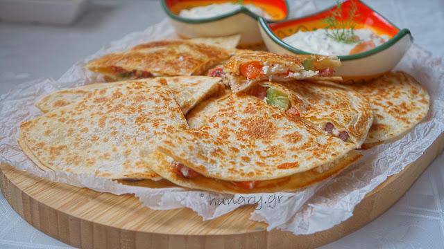 Quesadillas με Φέτα & Λουκάνικο