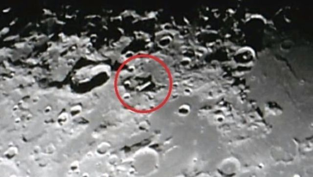 Live-recording of a huge UFO on the moon  Ufo-moon-live-recording