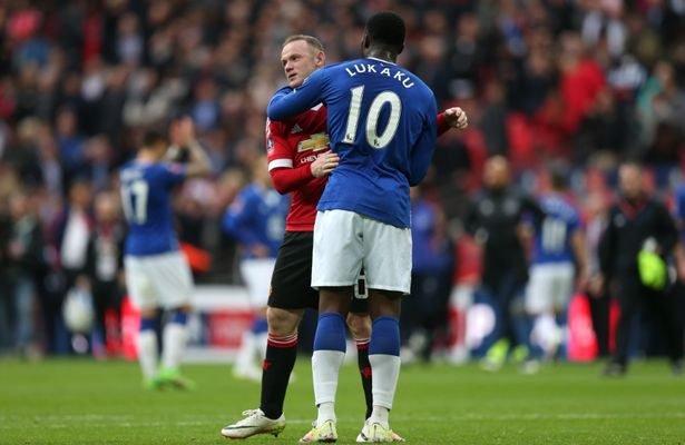 Rooney hugs Lukaku