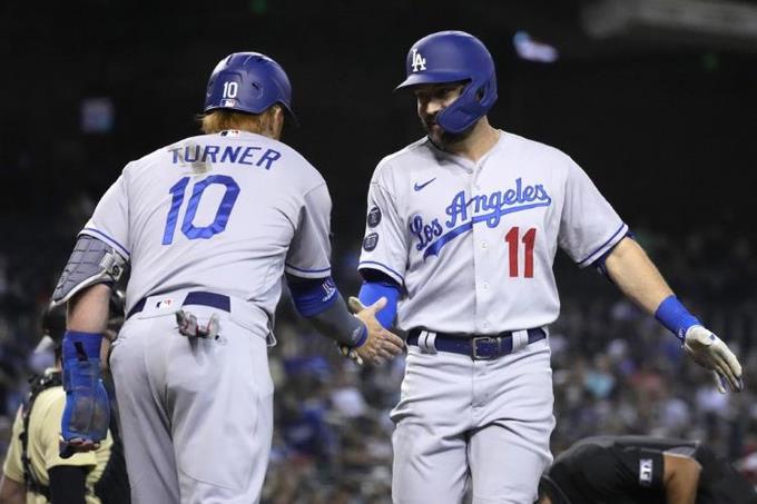 Dodgers se imponen y siguen a uno de Gigantes