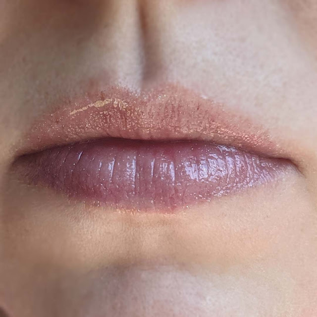 holographic lip gloss lip swatch