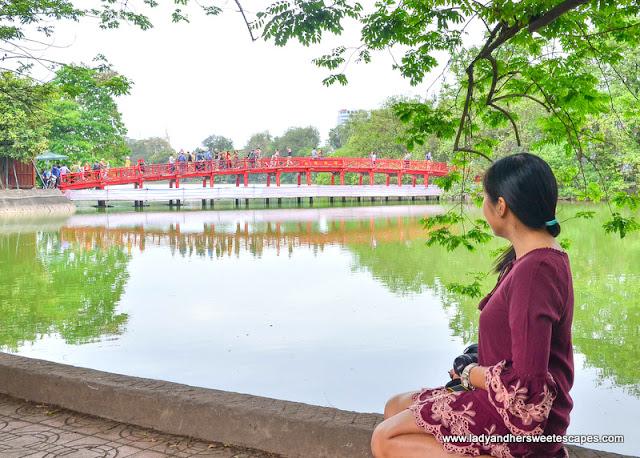 Lady in Hoan Kiem Lake