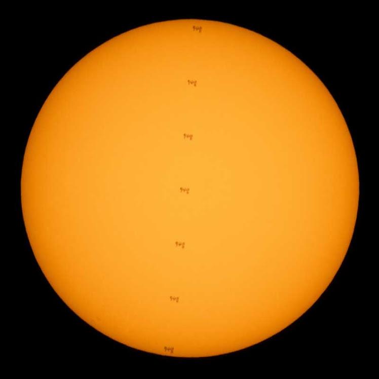 Estação espacial transita no Sol em flagrante espetacular