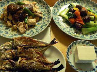 アジの干物 鶏肉シイタケ炒め 甘酢肉団子とヤッコ