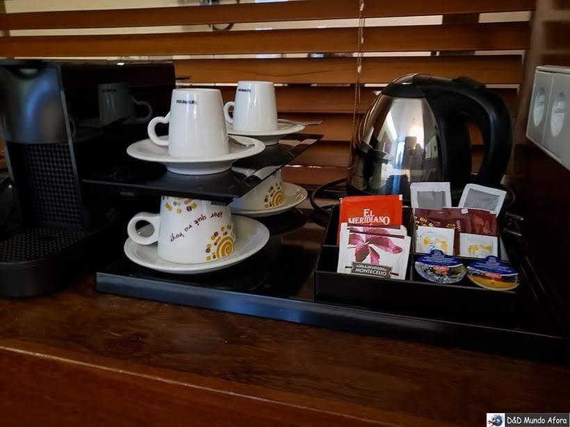 Chaleira e cafeteira à disposição no Carris Porto Ribeira: onde ficar no Porto