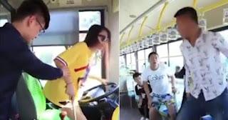 Οδηγός λεωφορείο έβαλε τυφλή κοπέλα να οδηγήσει γιατί δεν σηκωνόταν κανένας να καθίσει