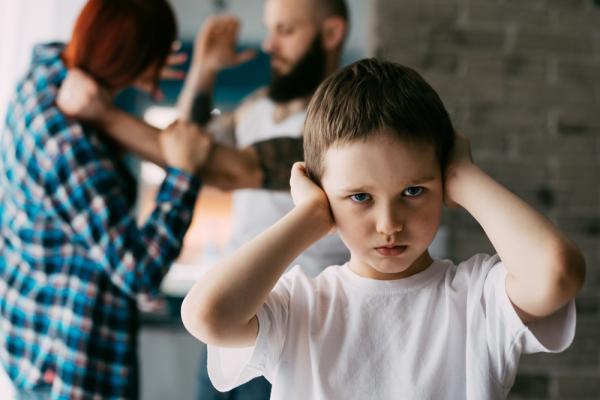 اثار العنف الاسري على الاطفال