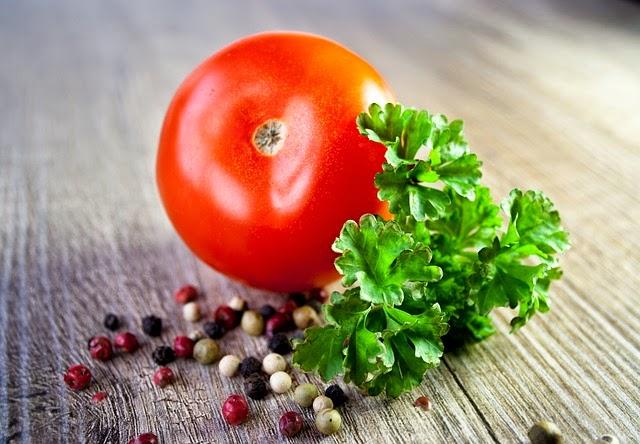 limpiar un tomate