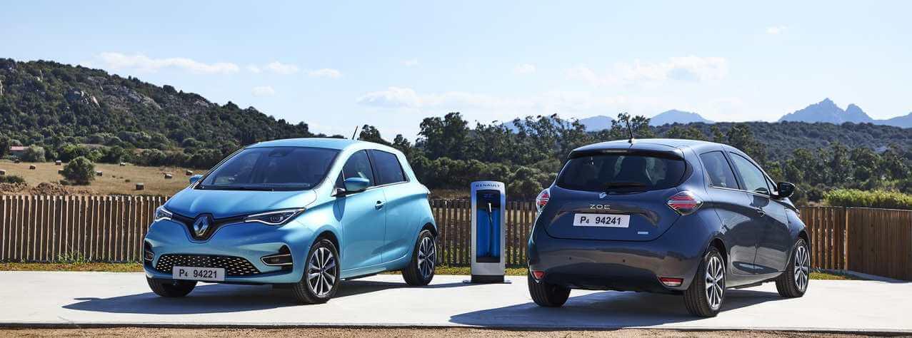 Renault Zoe azul y Tesla Model 3 rojo