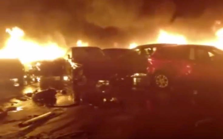 Καταστροφή! Εκατοντάδες πολυτελή αυτοκίνητα καταστράφηκαν από φωτιά στο λιμάνι της Σαβόνα