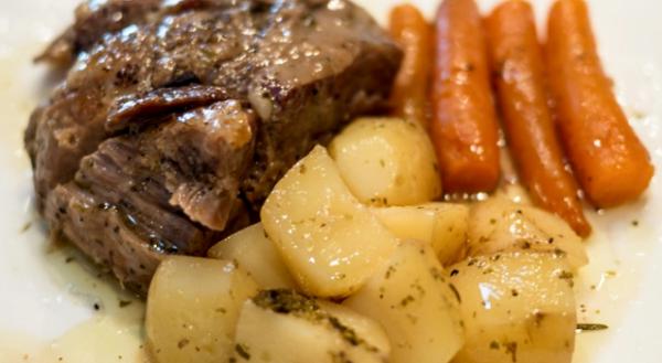 ένα πεντανόστιμο πιάτο, αργά ψημένο και πολύ μαλακό … σκέτο… λουκούμι…