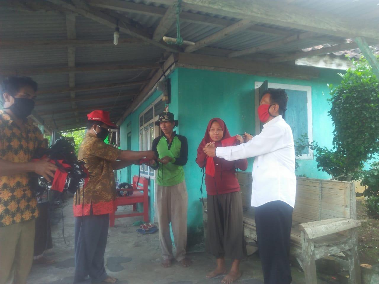 Le gouvernement bakauheni distribue des masques aux résidents