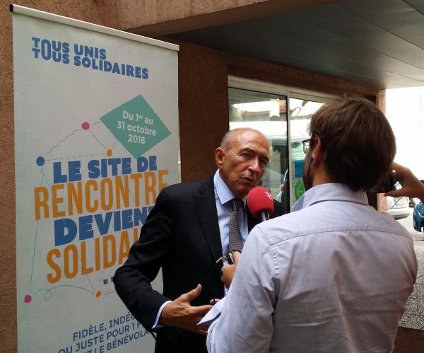 Gérard Collomb répondant aux questions de RCF au sujet du lancement du dispositif «Tous unis, tous solidaires» le 22 septembre 2016. ©LB/Rue89Lyon