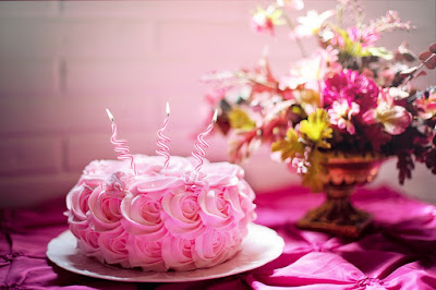 Special birthday cake to wish happy birthday to someone special
