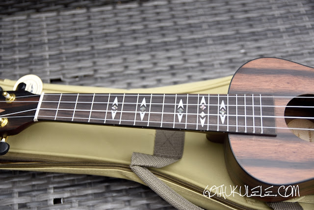 Flight DUC460 Ukulele fingerboard