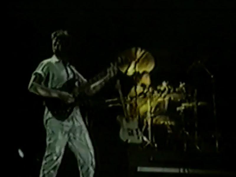 Monte de Espuma - ¨Ese hombre está loco¨ - Videoclip. Portal Del Vídeo Clip Cubano - 04
