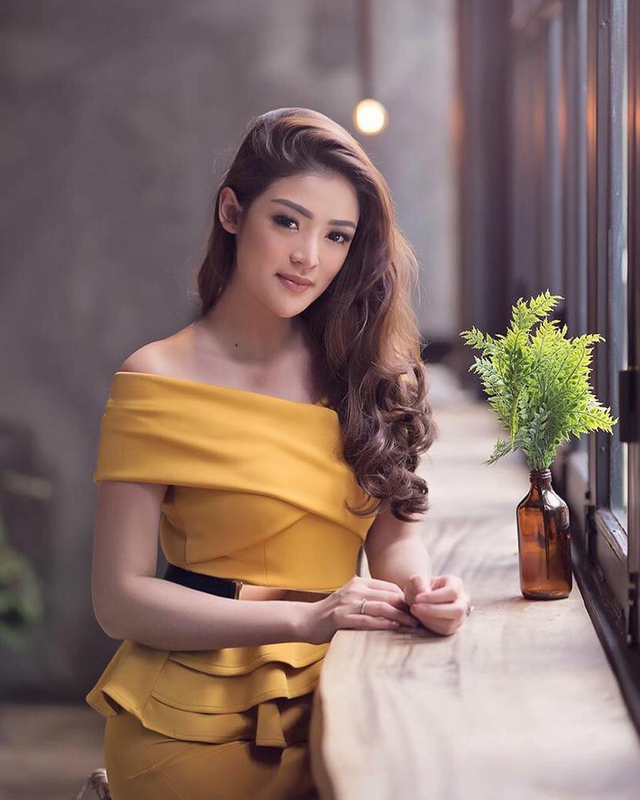 Sylvia Genpati seksi dress