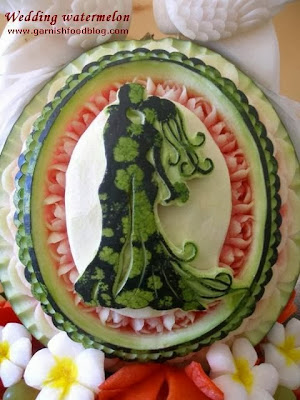 groom and bride watermelon carving
