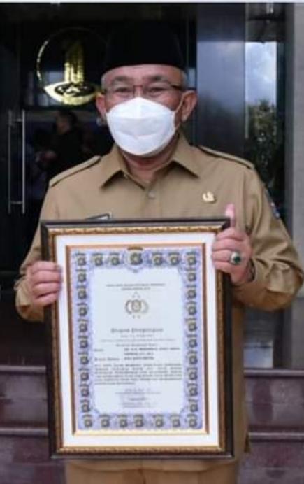 Dukung ETLE, Idris Terima Penghargaan dari Kapolda Metro Jaya