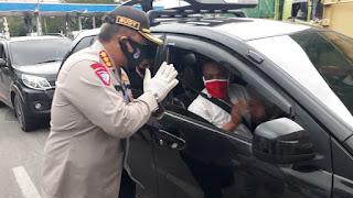 Dirlantas Polda Banten Bagikan Masker Kepada Pengguna Jasa Transportasi di Pelabuhan Merak