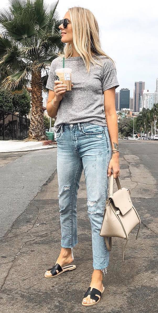 casual outfit / grey tee + bag + slides + jeans