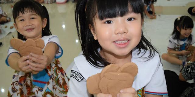 Siswa TK Kristen Kalam Kudus Buat Model 3D dengan Clay