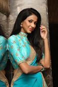 Priyashri sizzling at Majnu audio-thumbnail-16