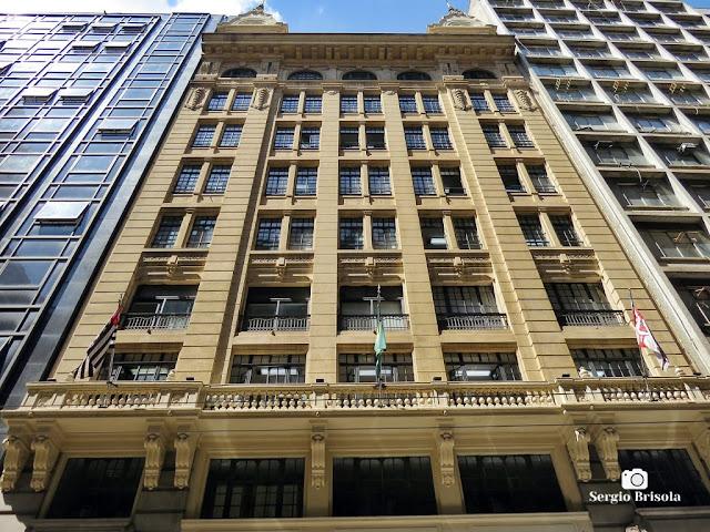Perspectiva inferior da fachada do Edifício Casa Ramos de Azevedo - Centro -São Paulo