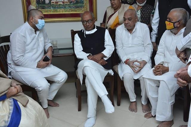 मध्य प्रदेश के पूर्व मुख्यमंत्री व राज्यसभा सदस्य  दिग्विजय सिंह ने निवास पहुंचकर कर स्वर्गीय श्री वोरा को श्रद्धांजलि अर्पित की
