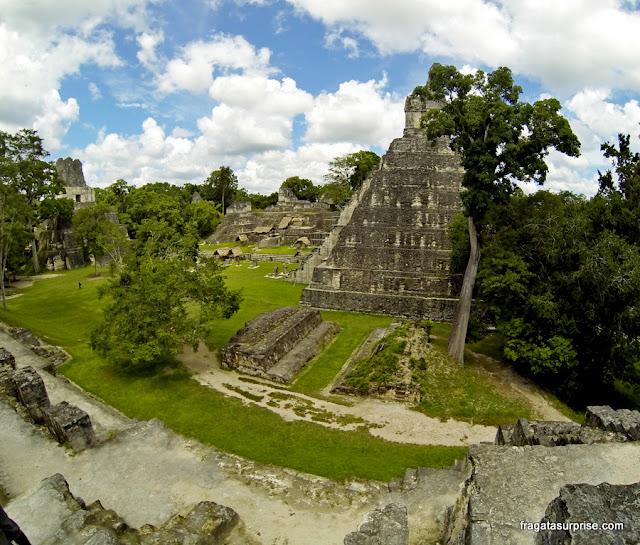 Praça Central da antiga cidade maia de Tikal, Guatemala