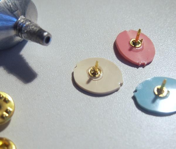 DIY : des pin's macarons pastels en plastique fou