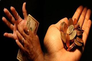 Bani când te mănâncă palma stângă sau cea dreaptă?