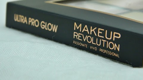 BLOGMAS #2: Makeup Revolution Ultra Pro Glow - paleta highlightera za sve?