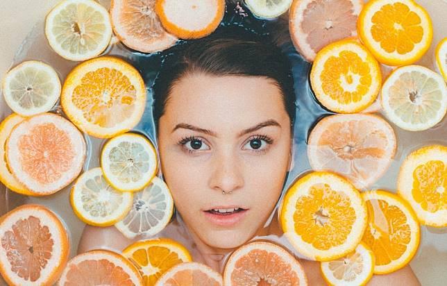 Nggak Nyangka! Ternyata Ini 3 Manfaat Minum Air Lemon untuk Kulit