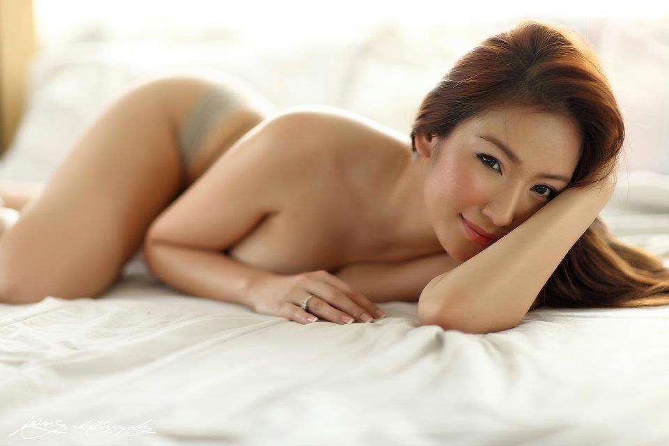 Naked female sexting photos