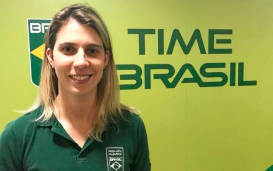 Natalia Falavigna posando para foto no Centro de Treinamento Time Brasil