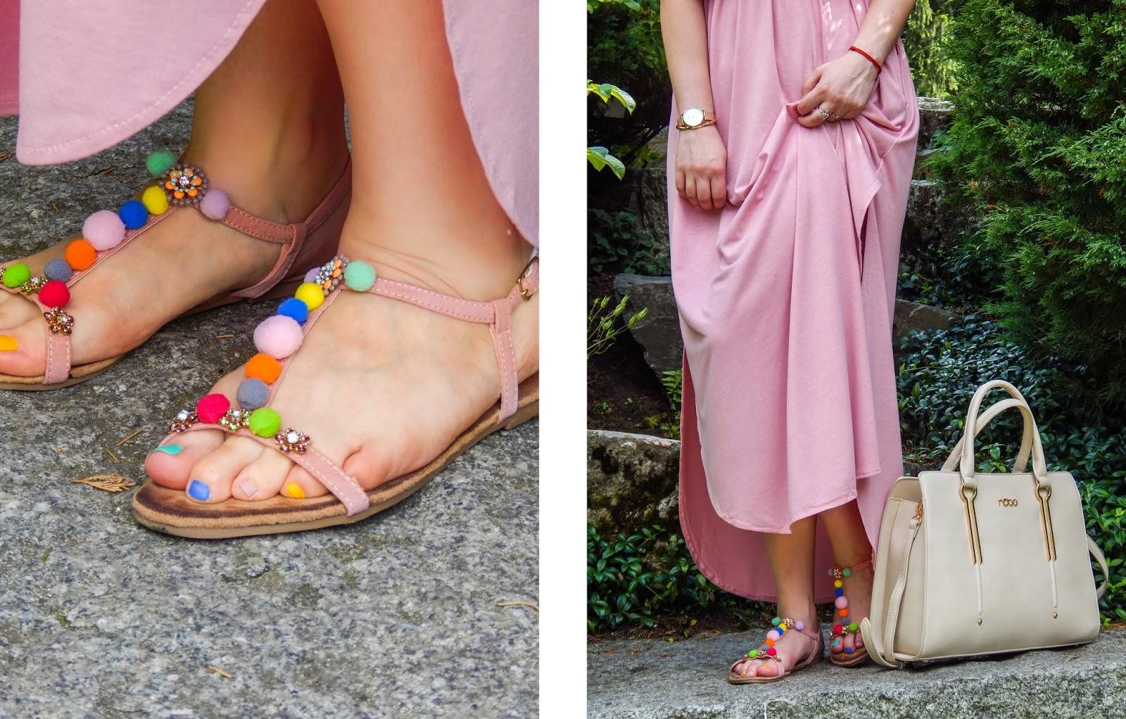 8 długa sukienka maxi hiszpanka wakacyjna stylizacja sandały z kolorowymi pomponami buty luków maxi hiszpanka z falbaną-horz